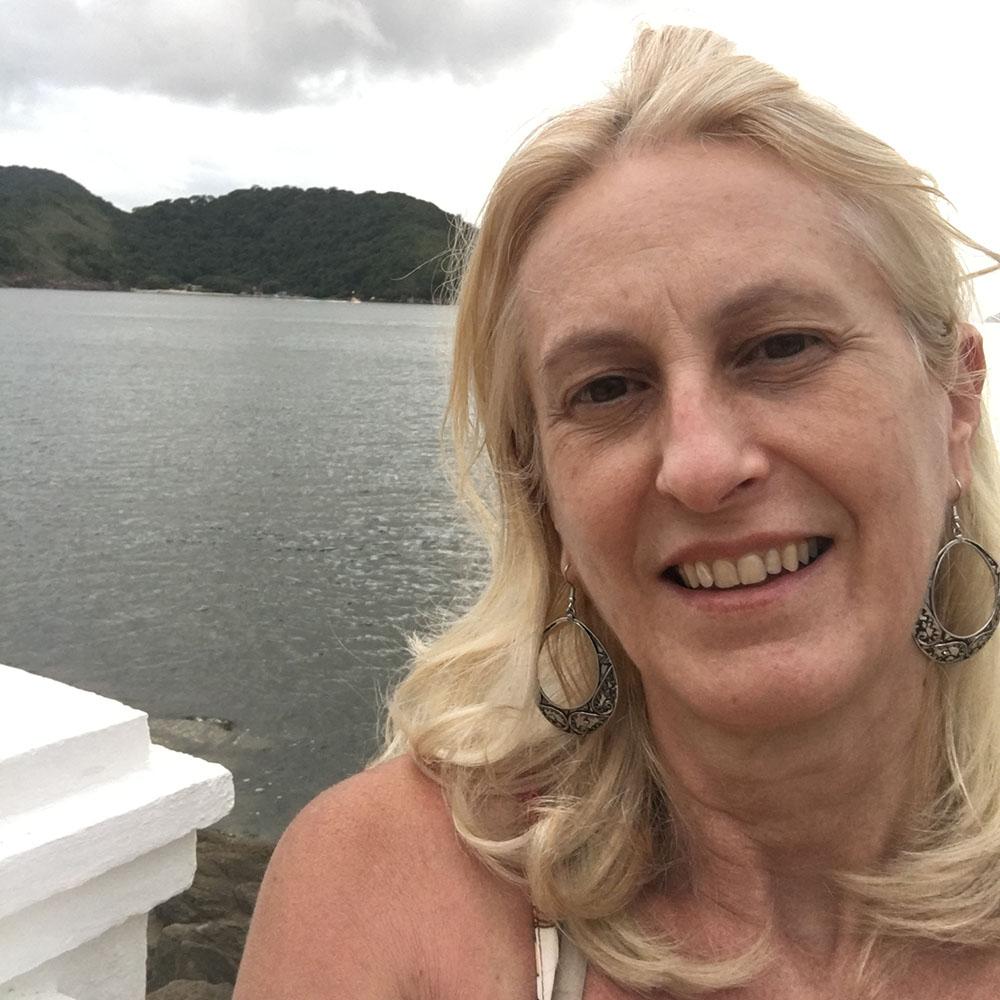 Dra. Loraine Martins Diamente
